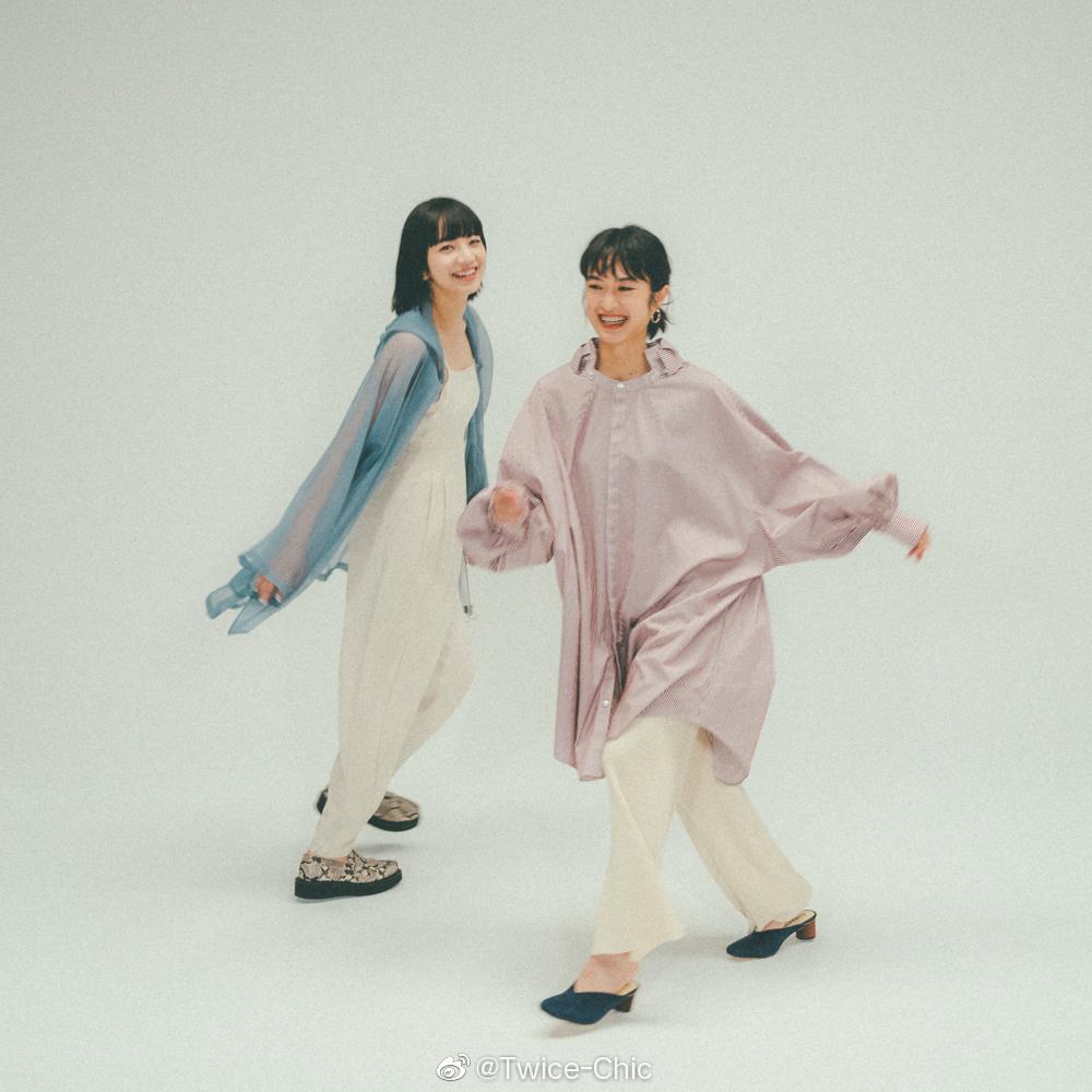 小松菜奈 & 门胁麦 x Fudge | 夏日粉蓝少女组,自然欢脱的闺蜜写真