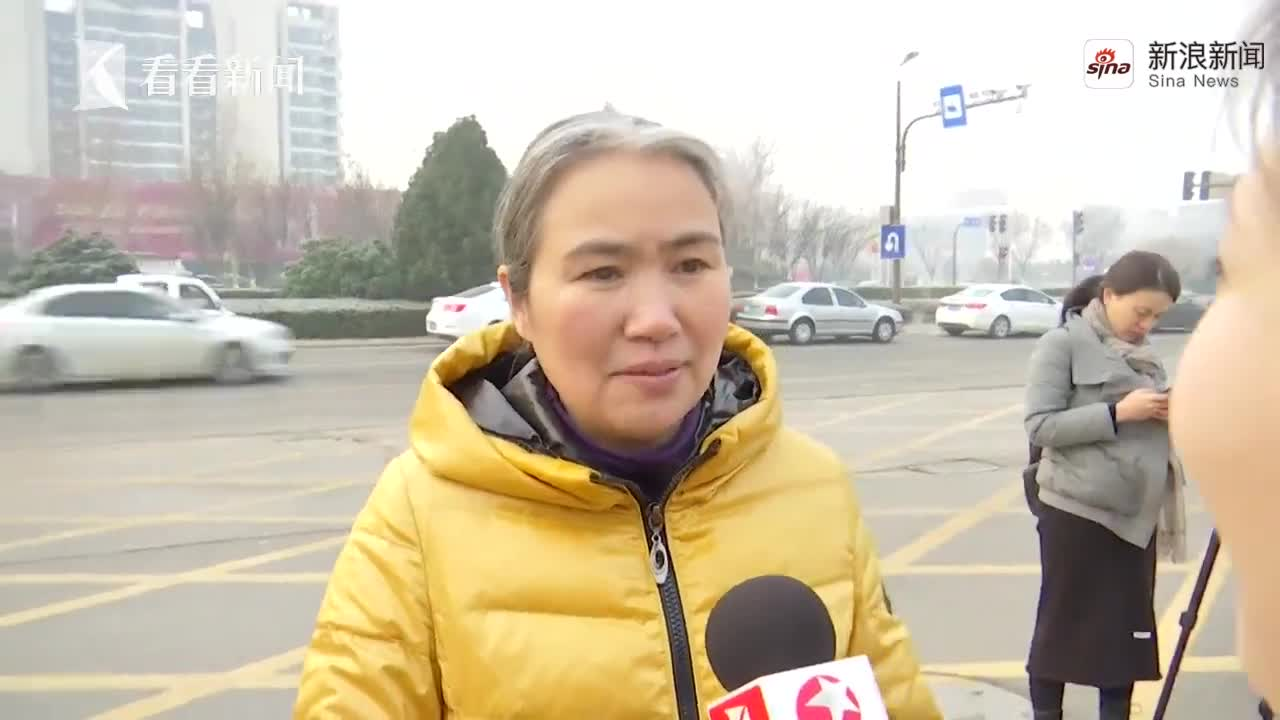 张志超无罪释放 母亲:希望他穿上新衣 牵着我的手回家