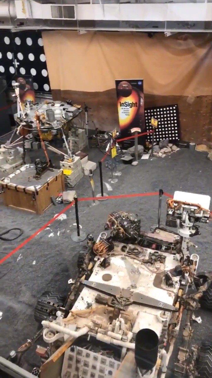 JPL现场仪器实验室,这里有好奇号火星车,洞察号