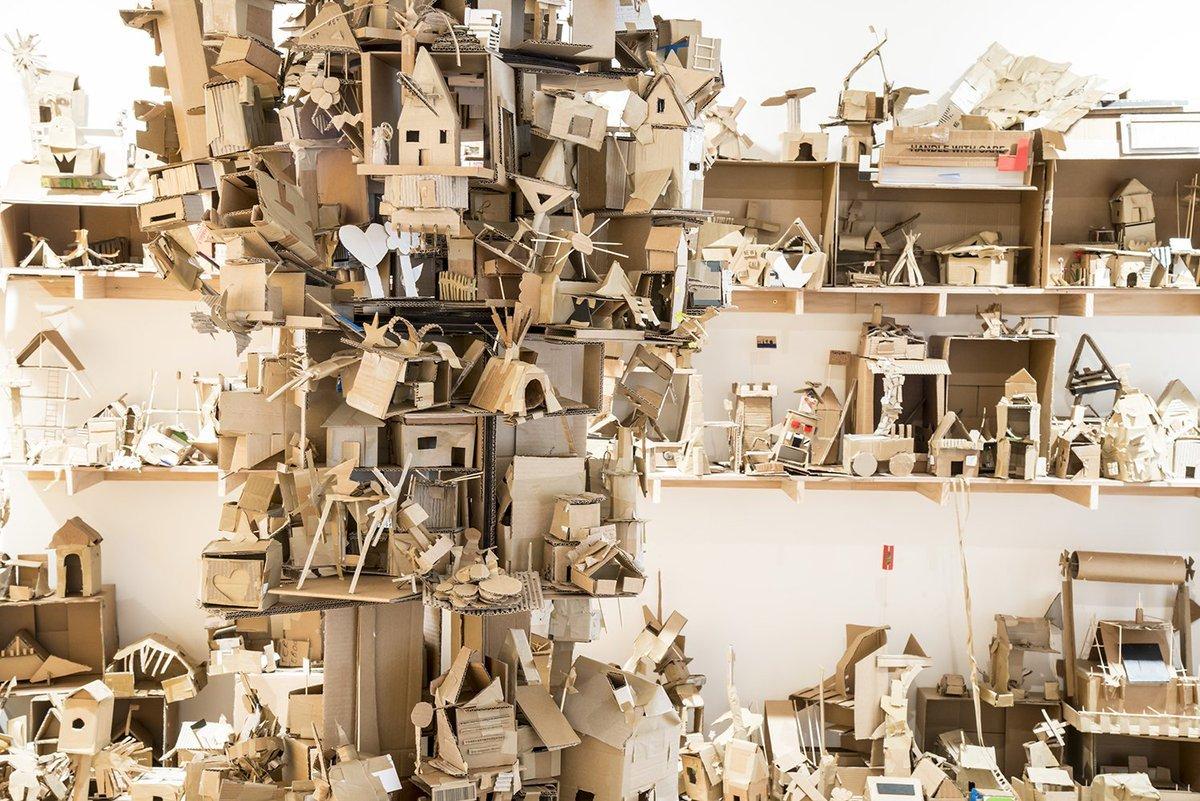 菲律宾艺术家夫妇 Alfredo 与 Isabel Aquilizan 的硬纸板雕塑作品