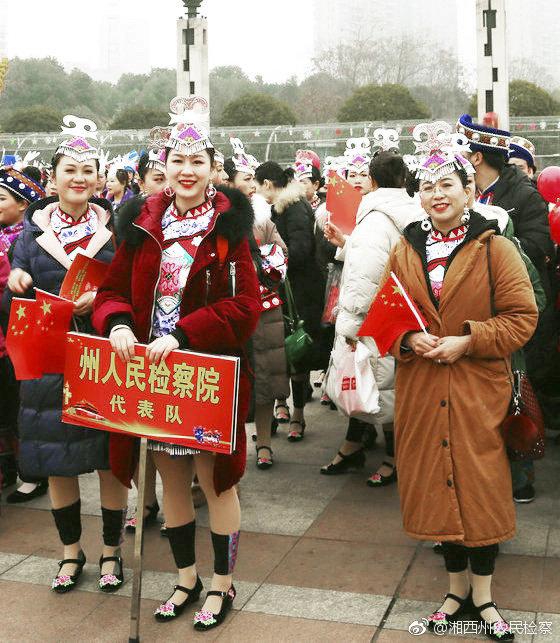3月4日,湘西州吉首市世纪广场人山人海
