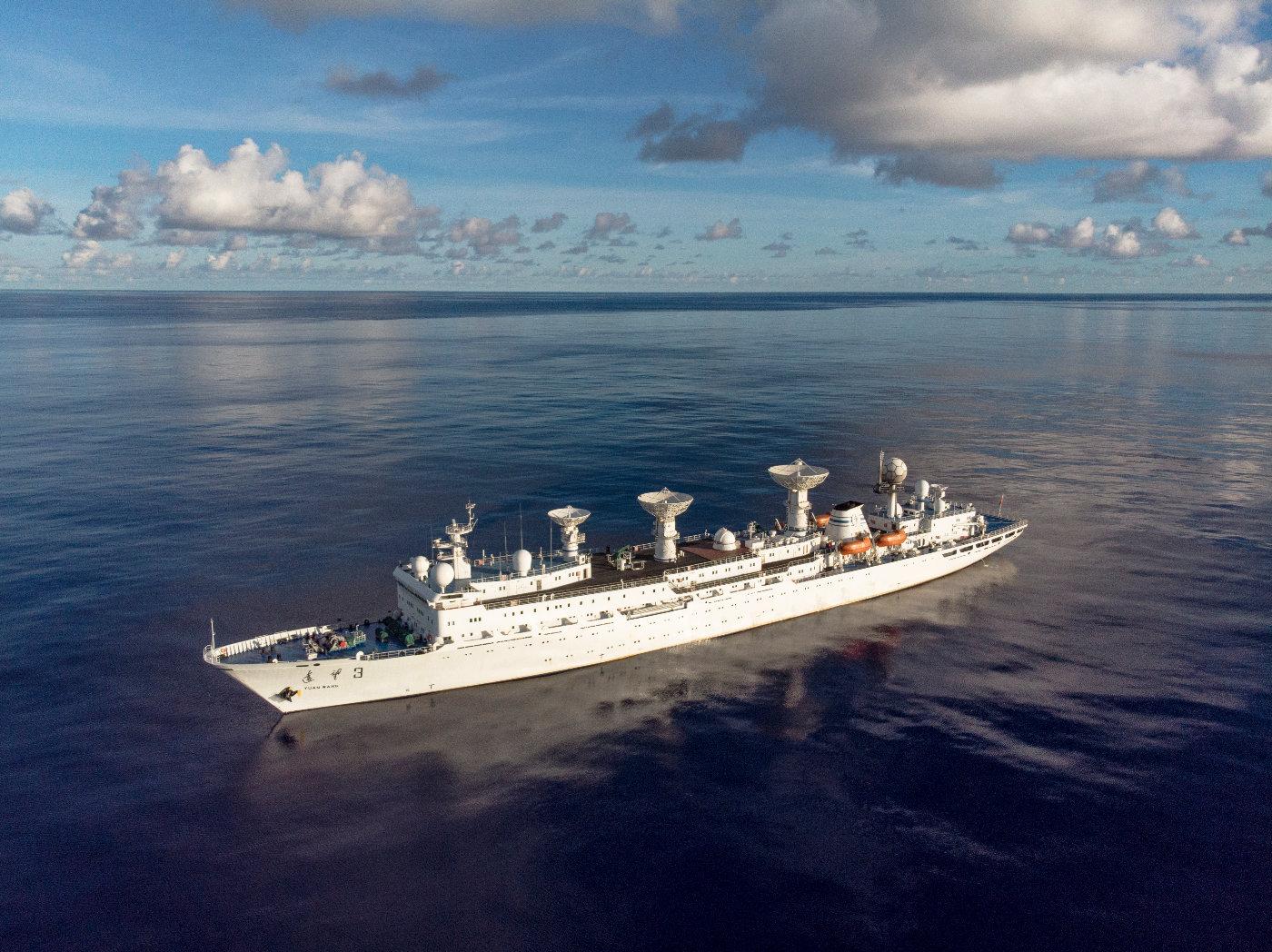 远望3号船垂直起降固定翼飞行器海上首飞试验成功