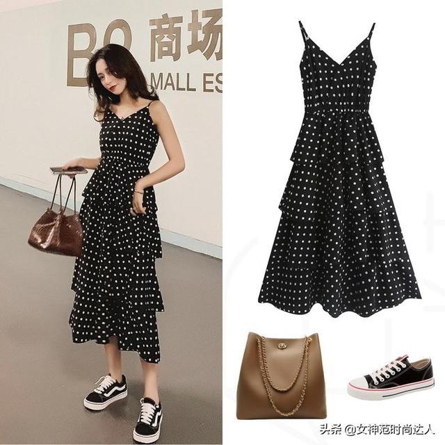 美女街拍,潮流的连衣裙搭配,更显自信与魅力,时尚又干练