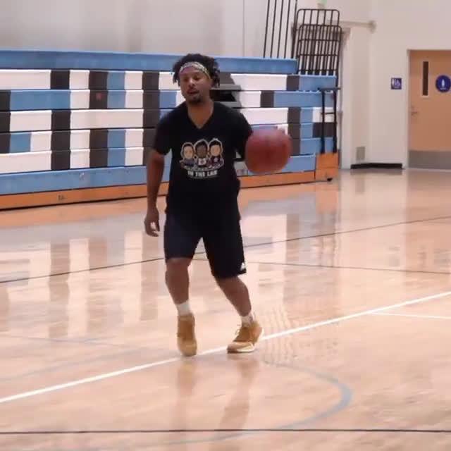篮球训练技巧!学习知名训练师德文-威廉姆斯的上篮小技巧