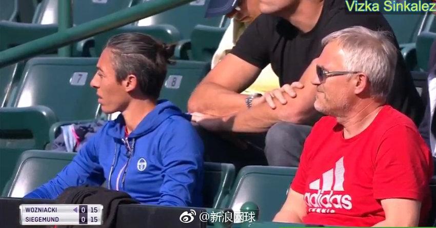 沃兹尼亚奇的团队里出现了一张新面孔,就是前法网冠军斯齐亚沃尼