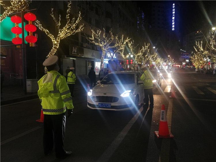 淳安交警大队开展夜间酒驾整治行动