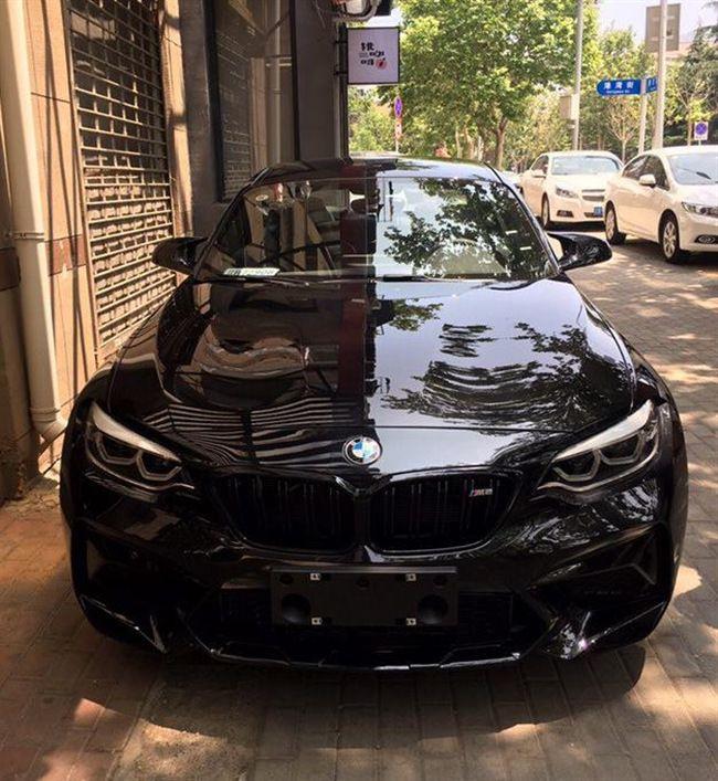 新宝马M2雷霆版亮相街头,黑武士配色+V6双涡轮,4.2秒破百够劲