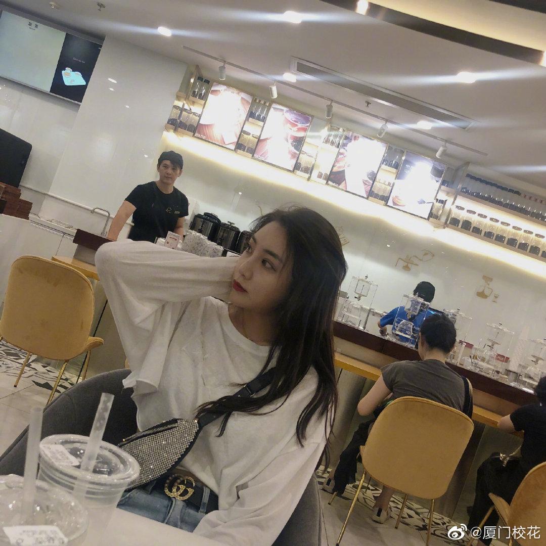 她叫范小凡,毕业于厦门大学,身高170cm,巨蟹座,你觉得几分呢?