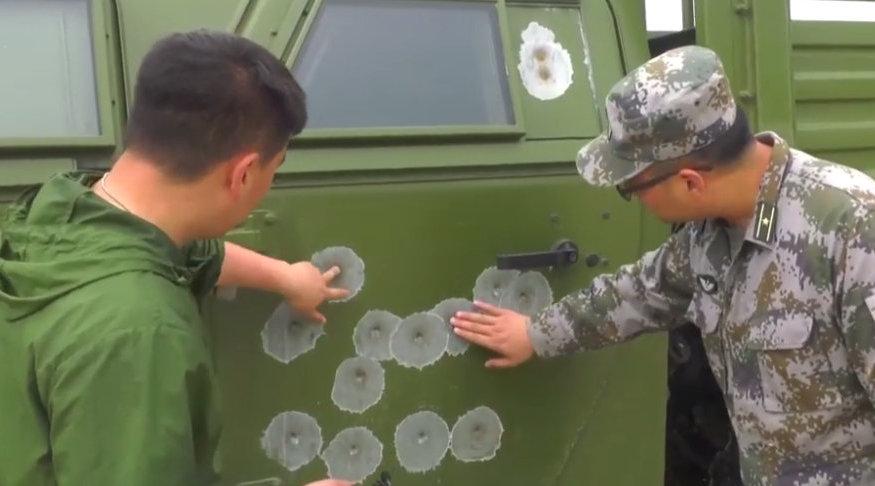 """中国""""三代""""猛士防弹性能有多强?侧门布满弹孔,步枪愣是打不穿"""