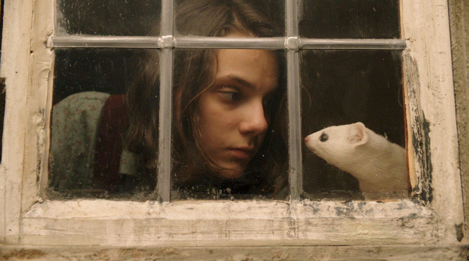 """一美詹姆斯·麦卡沃伊、""""小狼女""""达芙妮·基恩(《金刚狼3》)、露丝·"""