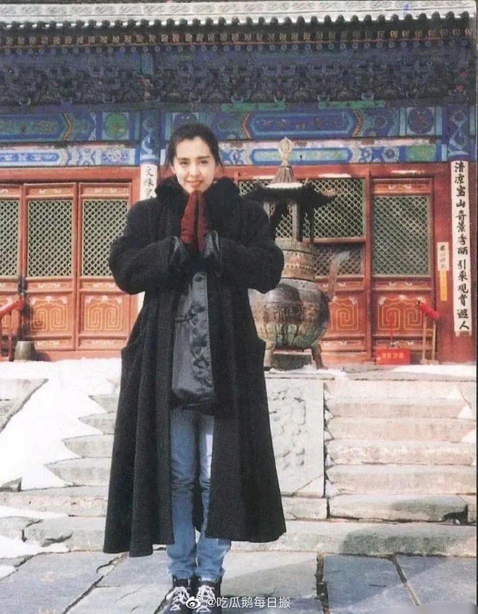 王祖贤1992年在五台山的旧照,毫无修饰的美,绝!