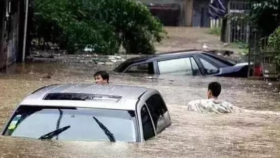 雨天救命的开车技巧,有车一族一定要看!