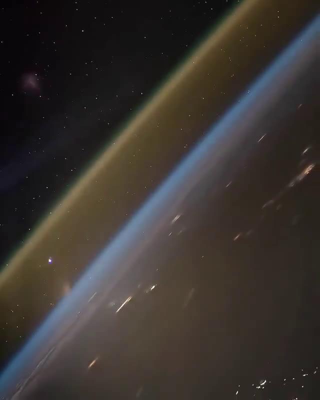 国际宇宙空间站拍摄到的火箭发射的样子。