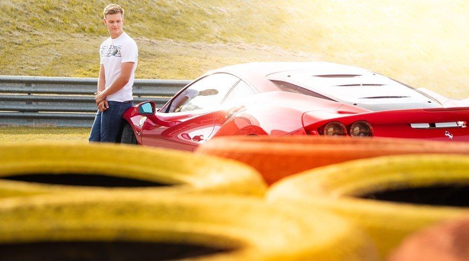 米克-舒马赫在菲奥拉诺赛道试驾法拉利F8 Tributo