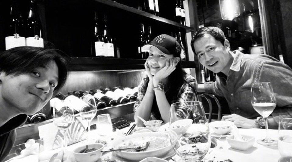 不怕老婆吃醋?冯德伦与林熙蕾聚餐不见舒淇,晒照分享美食超满足