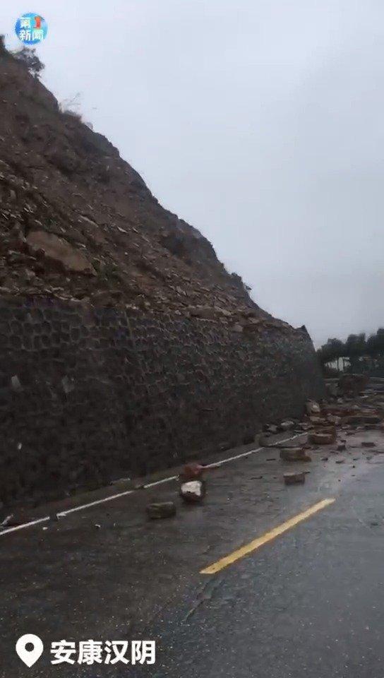 安康汉阴强降雨致山体滑坡 541国道漩涡镇三塘段临时中断