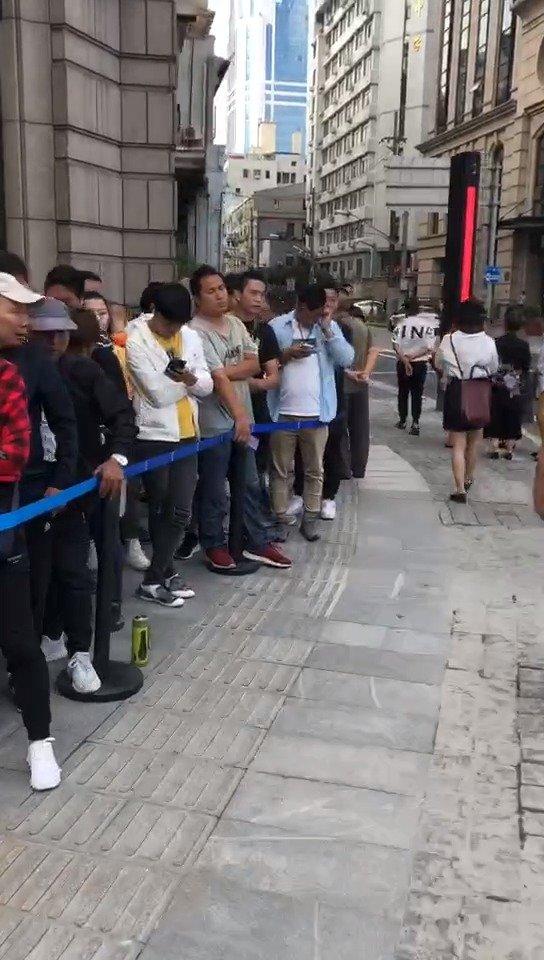 周杰伦mv中的奶茶在上海开业!排队的热情不比夜排adidas差