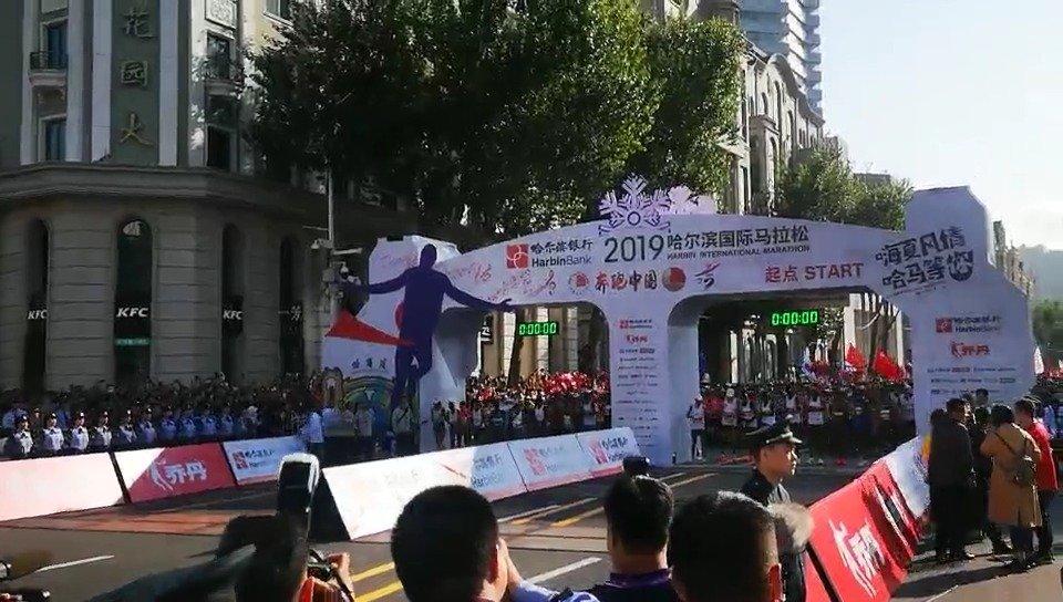 8月25日7点30分,2019哈尔滨国际马拉松正式开赛