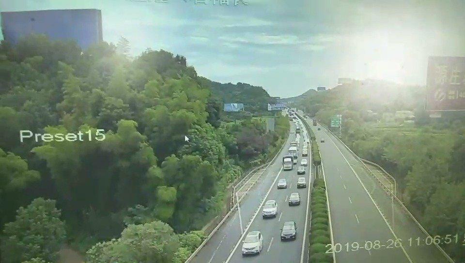 1、长张高速益阳段43Km(西往东方向),因事故施救,现场暂不能通行