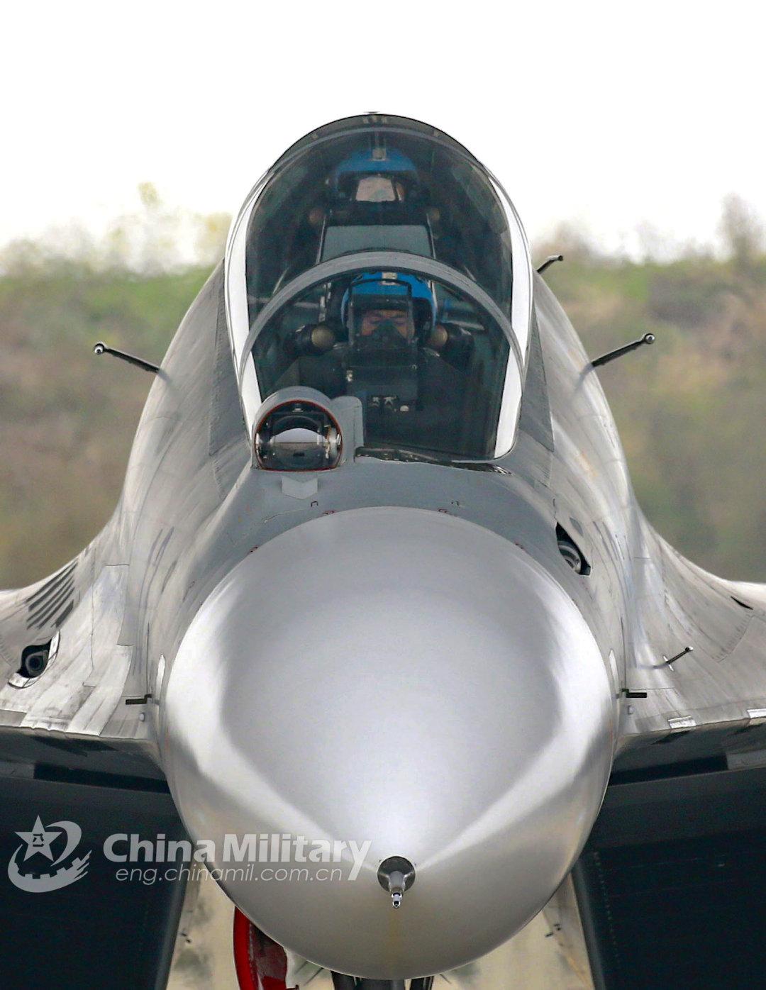 双坐战机正视图,论后座视野,还是苏-30是爸爸...