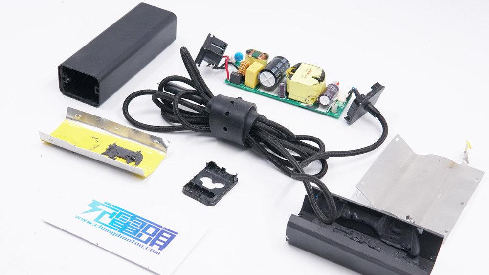 拆解报告:Razer雷蛇65W USB PD充电器RC30-0239