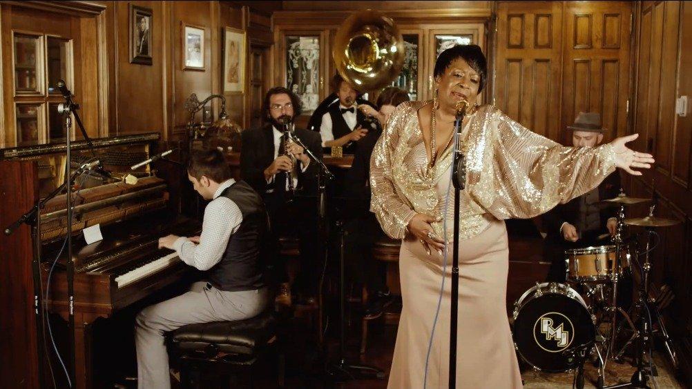后现代点唱机改编演绎美国饶舌歌手利尔·纳斯·X2018年的曲目Old Town