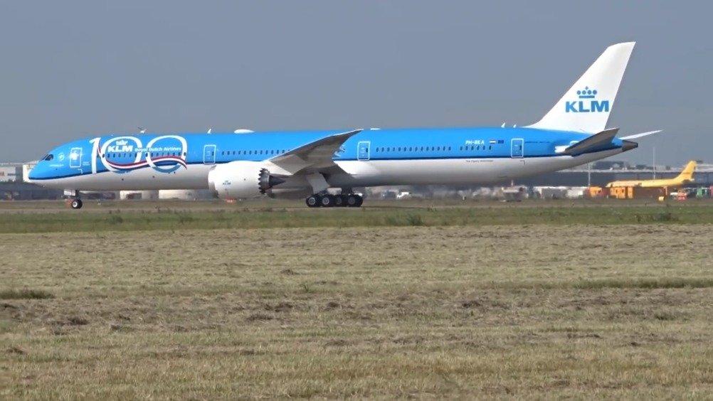 100 周年@波音 787-10 飞抵阿姆