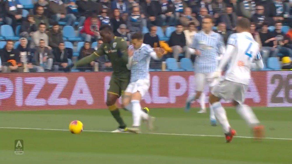 本轮意甲联赛布雷西亚凭借巴洛特利的进球1-0击败斯帕尔