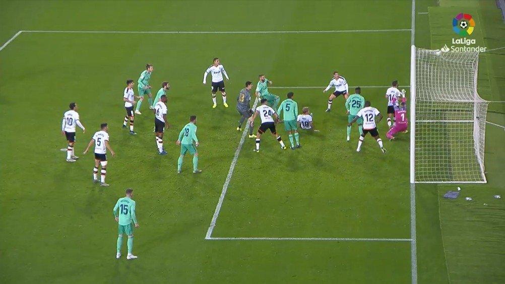 西甲第17轮,皇马客场1-1绝平瓦伦西亚。上半时双方均无建树