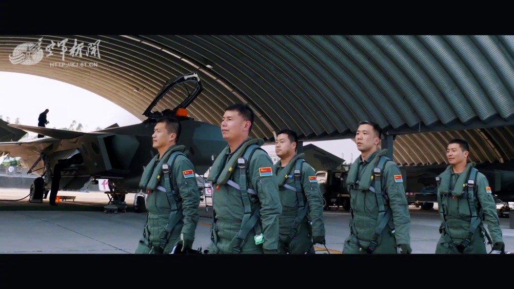 战鹰为祖国守岁!我们是中国空军航空兵(空军新闻)