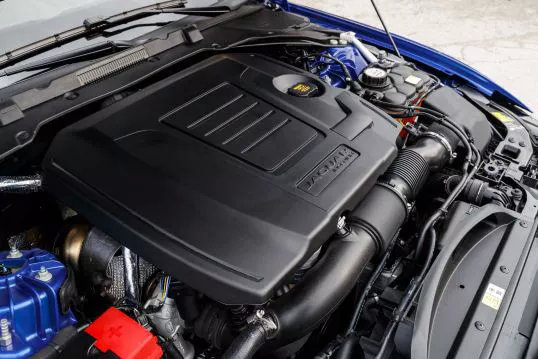 前脸造型调整,新增1.5T三缸发动机,新款捷豹XEL亮相工信部