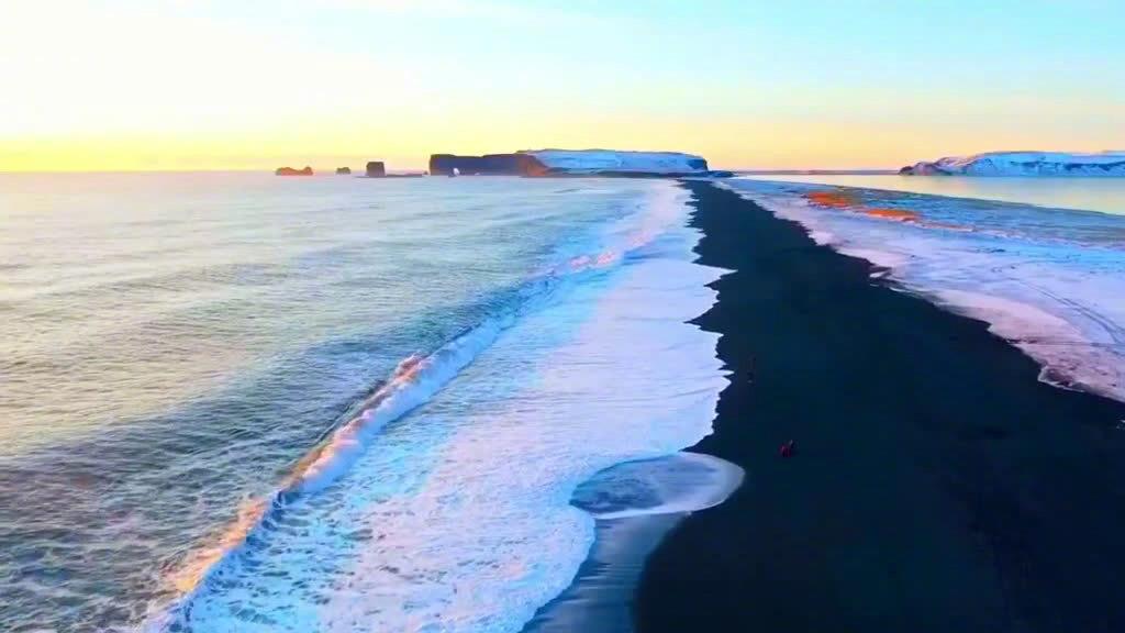 冰岛的黑沙滩,大自然这块调色板真的优秀了,能创造出如此美景!