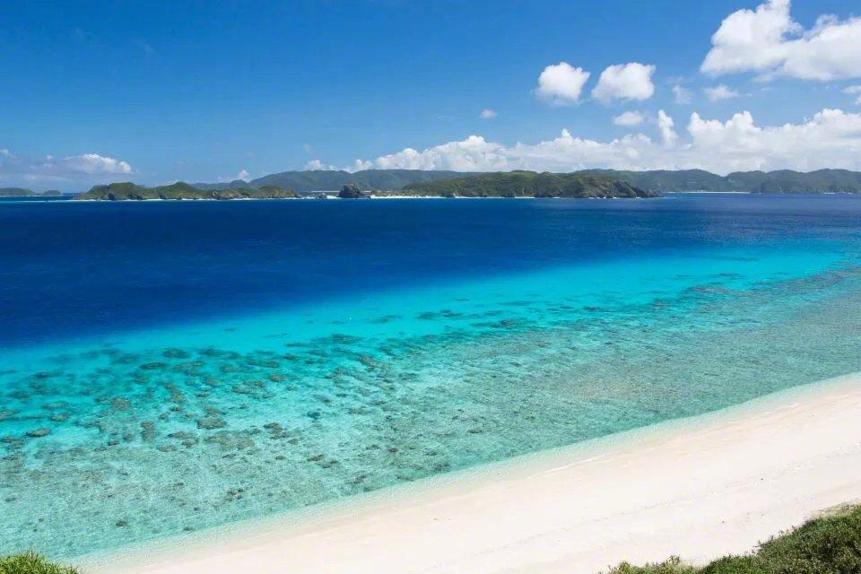 日本冲绳,躺在沙滩上看着云卷云舒应该很惬意吧