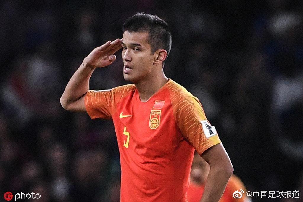 还记得年初的亚洲杯上,国足前锋肖智的敬礼吗