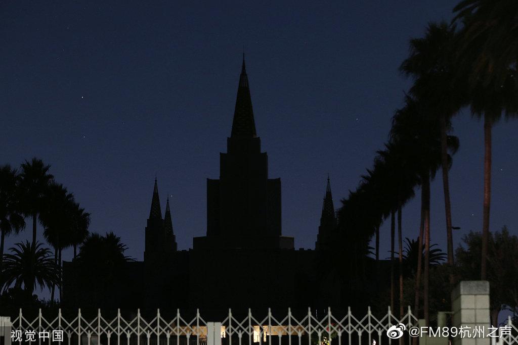 """美国加利福尼亚州""""史无前例""""的大规模停电已持续数日"""