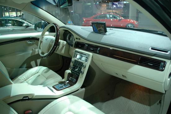 五米的车身,车辆配置高,9万买台豪华车