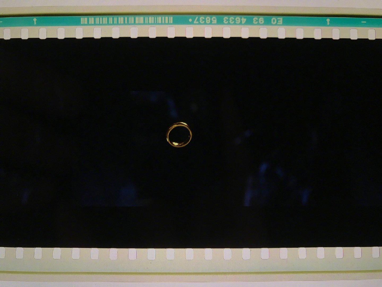 《霍比特人1:意外之旅》IMAX70毫米胶片版拷贝。众所周知