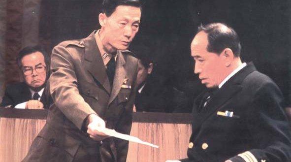 北京人民艺术剧院1988年版的话剧《哗变》是一部振聋发聩的经典
