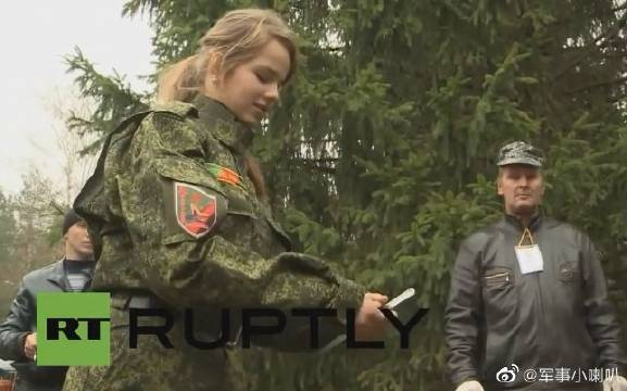俄罗斯少年军事夏令营比赛活动