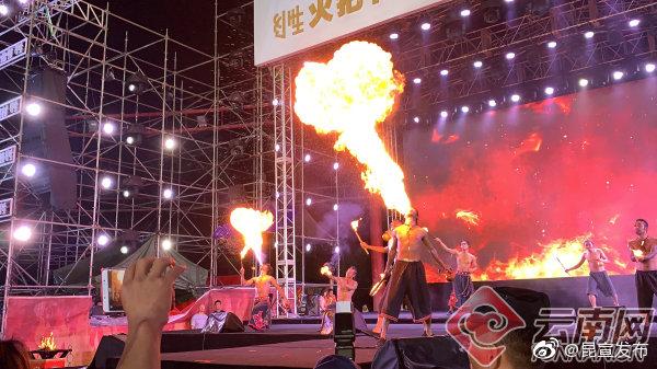云南民族村火把节狂欢火热开启