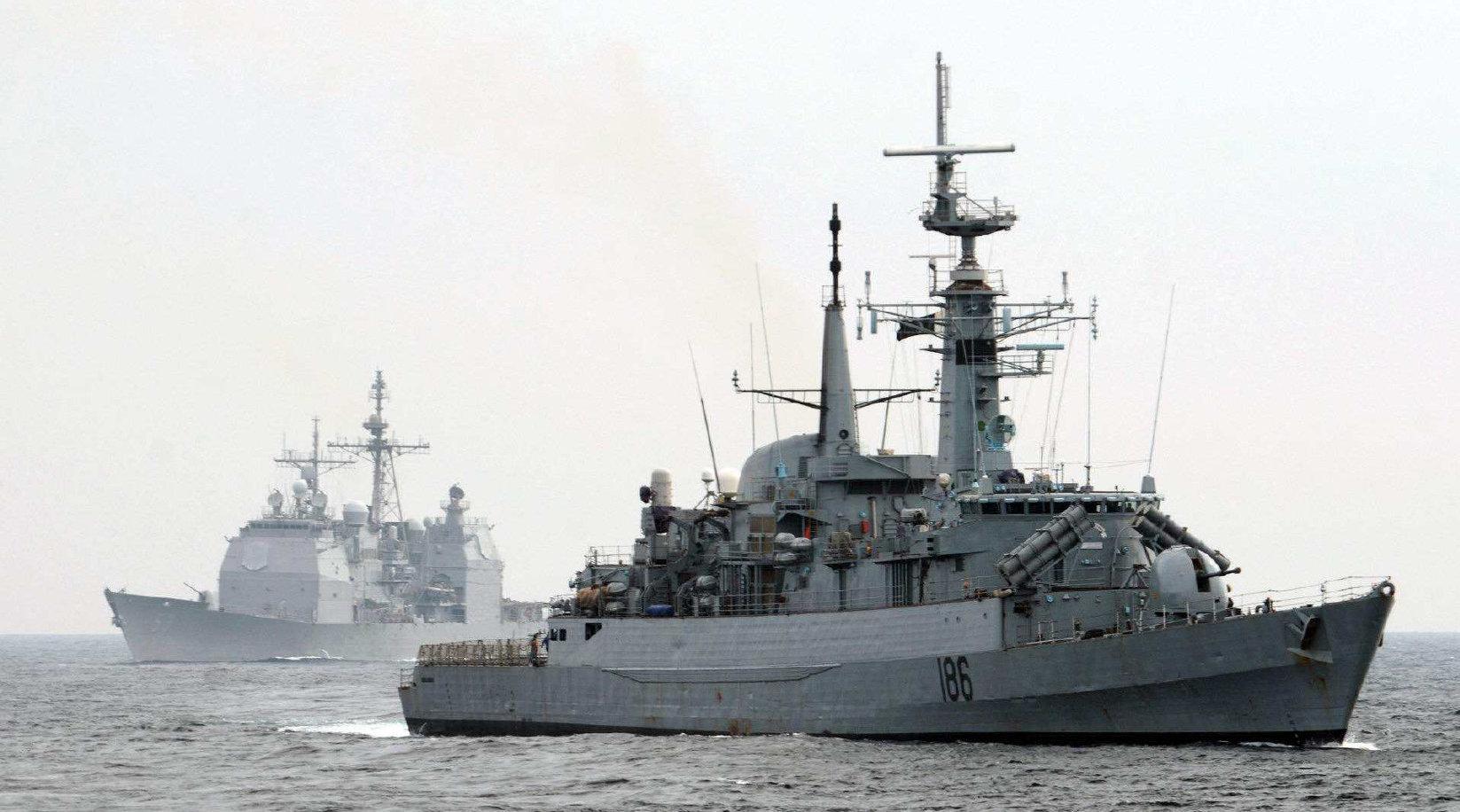 刚买了054A护卫舰,又看上052D神盾舰?巴铁又一大人物前来视察