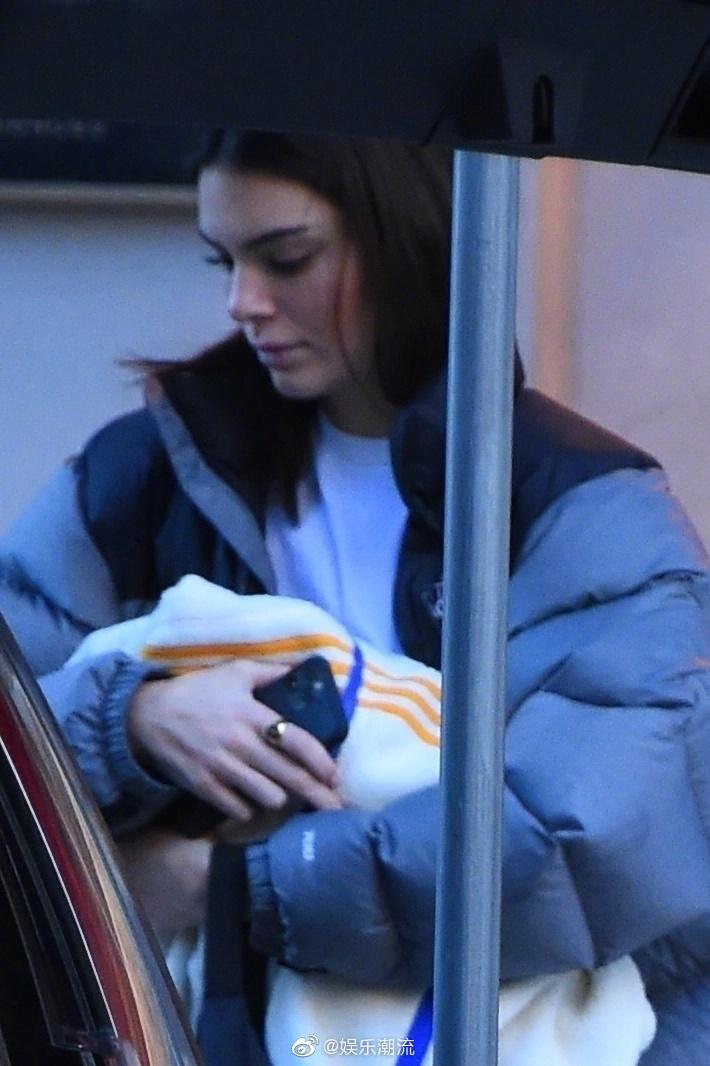 Kendall最新街拍,肯豆怕是三七分的比例