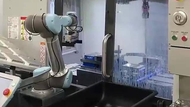 工作中的机器人,智能制造的主力军