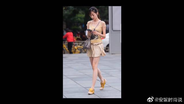 清凉的穿搭风格尽显时尚感,轻松展现完美身材!