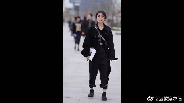 上海设计师小姐姐给自己的评价也太谦虚了!这身黑色系穿搭打几分