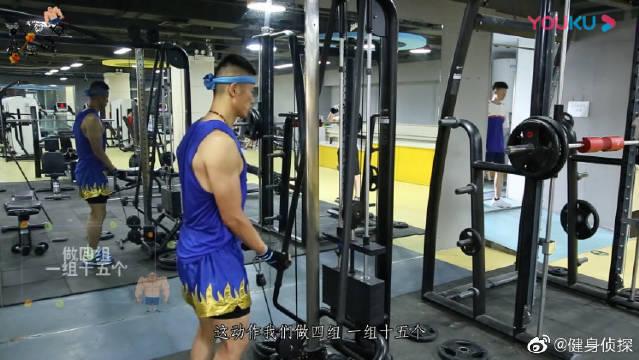 健身初学者减脂增肌训练视频教学:新手如何使用龙门架训练肱二头肌