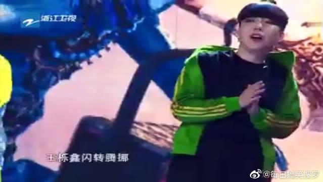 王栎鑫闫妮玩游戏,场面太热烈,感觉快要爆炸了!