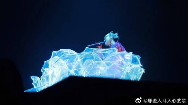 张韶涵现场演唱的《复活节》,忧郁系的歌曲