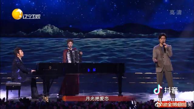 郎朗与李健共同演绎《贝加尔湖畔》,音乐诗人搭档钢琴王子