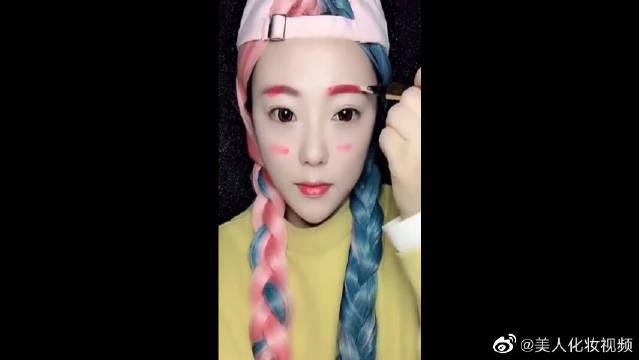 美女用一支口红就能画整个妆容,真是美妆界的大神啊!
